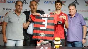 Rodrigo Caio durante sua apresentação no Flamengo, em janeiro de 2019