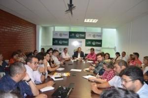 Reunião com equipe da gestão da Saúde estadual (Foto: James Almeida)