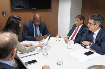 Governador busca prorrogação de convênios para a Uespi