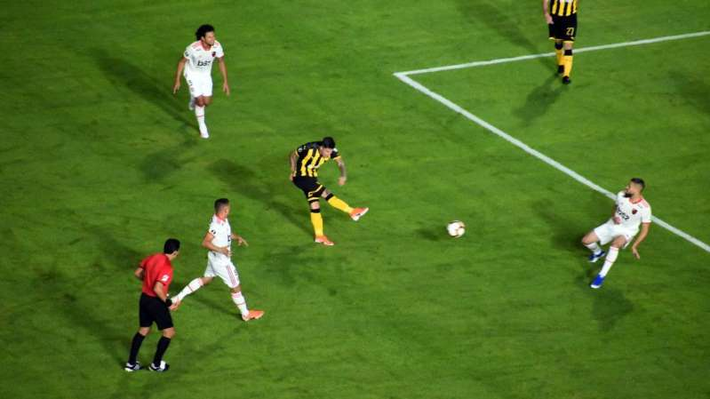 Flamengo segura empate com Peñarol e vai ao mata-mata da Libertadores