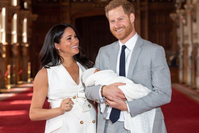 Fãs resgatam foto de Meghan bebê e apontam semelhanças com bebê real