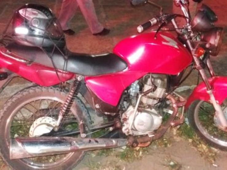 Mototaxista é assaltado e moto é abandonada pelos bandidos