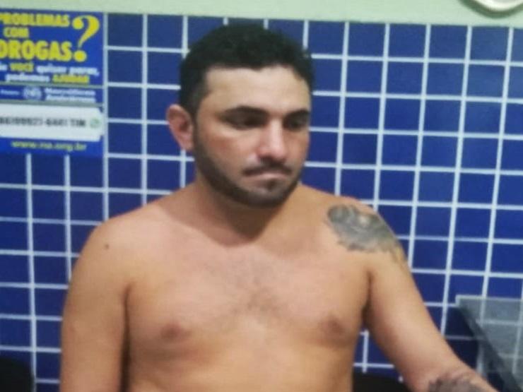 Homem que comercializava cocaína na forma de 'delivery' é preso