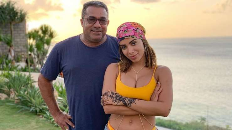 Pai de Anitta conta que jatinho da cantora enfrentou forte turbulência