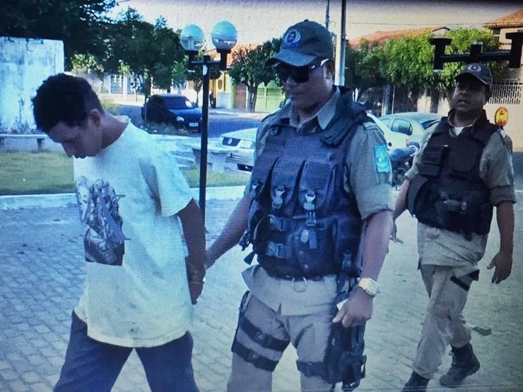 De posse de mandado, polícia prende Breno por roubo à mão armada