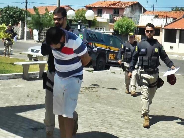 Homem é preso com documentação falsa ao tentar retirar carro apreendido