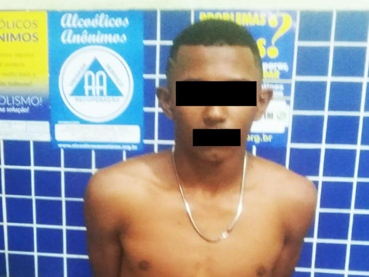 Adolescente é flagrado pela Polícia Militar com tráfico de drogas