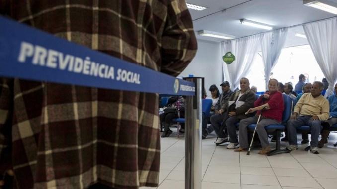 INSS vê 'corrida' pela aposentadoria, e nega mais da metade dos pedidos