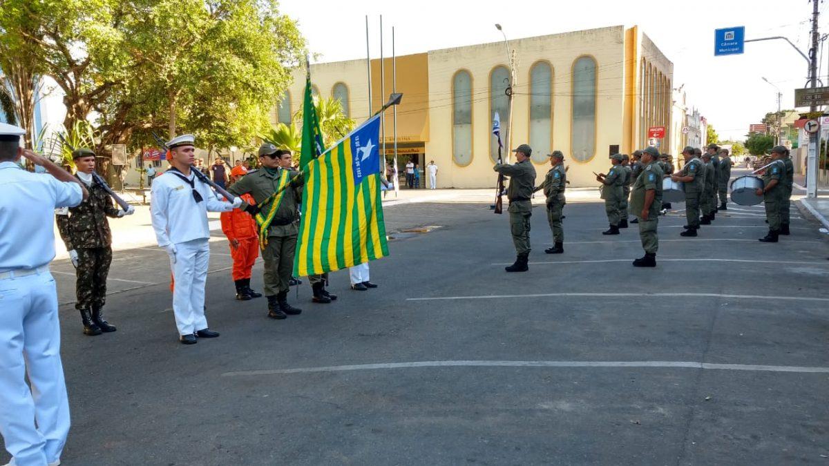 Dia do Piauí é celebrado com desfile cívico-militar na Praça da Graça