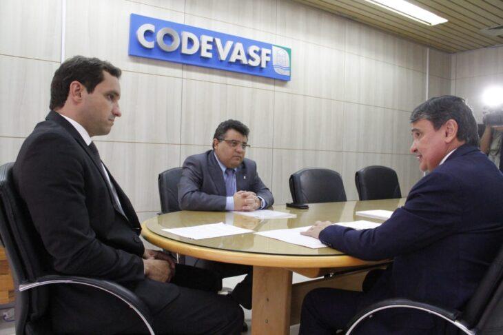 Governador trata sobre investimentos em energia e abastecimento com presidente da Codevasf