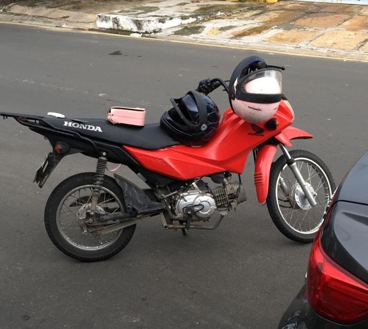 Adolescentes se envolvem acidente e são apreendidos com moto roubada