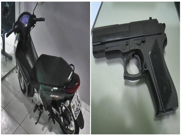 Com arma de brinquedo, indivíduos roubam moto e a polícia recupera