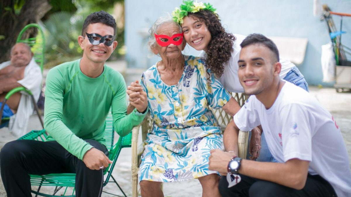 Projeto AMAR promove Carnaval com idosos no Abrigo São José