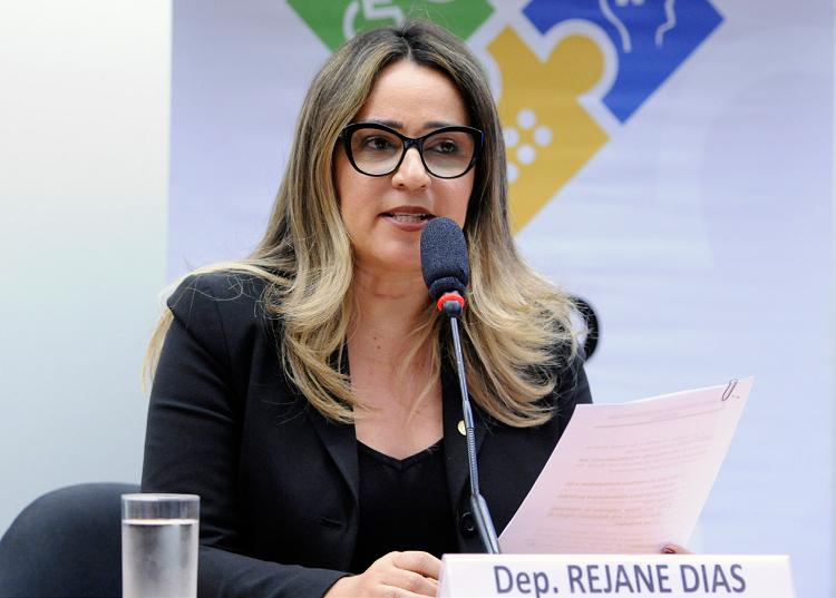 Deputada Rejane Dias quer tornar combate à pobreza em dever do Estado