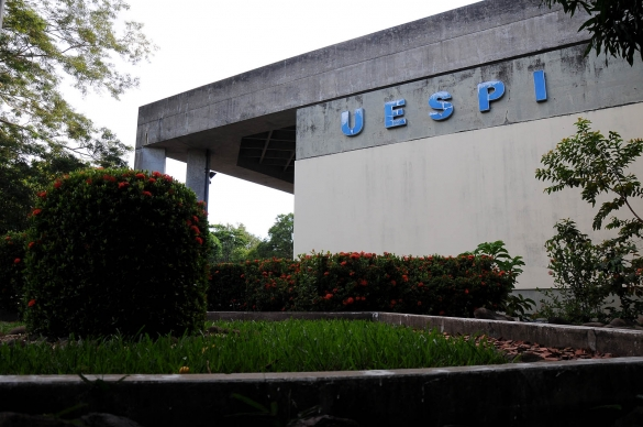 Uespi divulga edital com 136 vagas para portador de curso superior