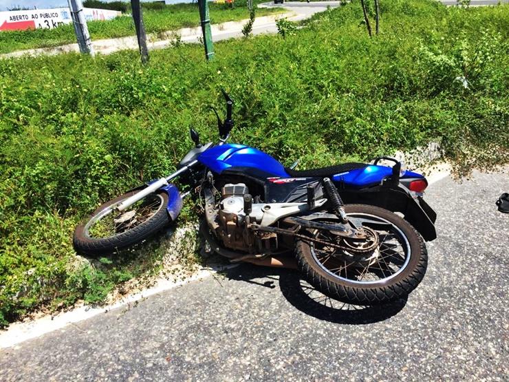Bandidos assaltam e abandonam moto após intervenção da polícia