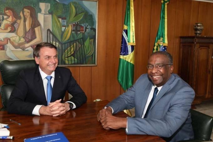 Decotelli entrega carta de demissão a Bolsonaro