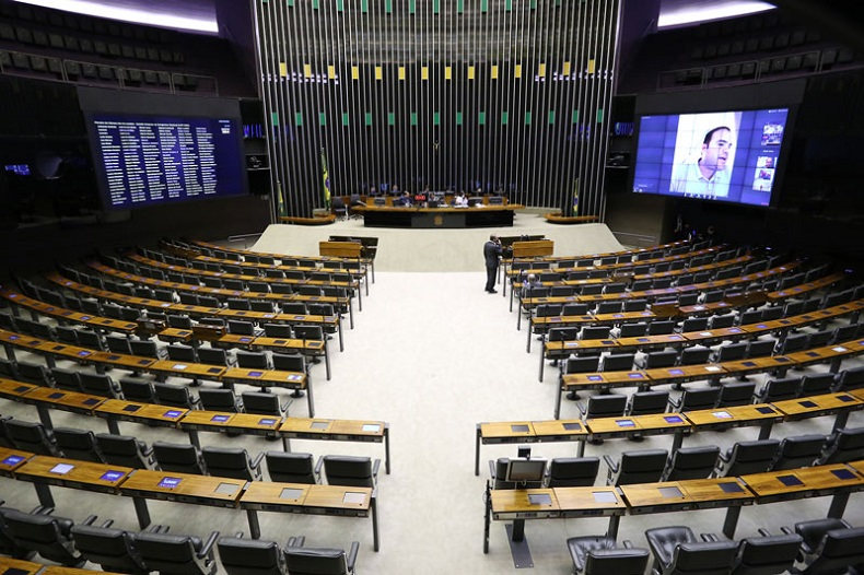 Câmara aprova MP que extingue PIS-Pasep e libera saque do FGTS