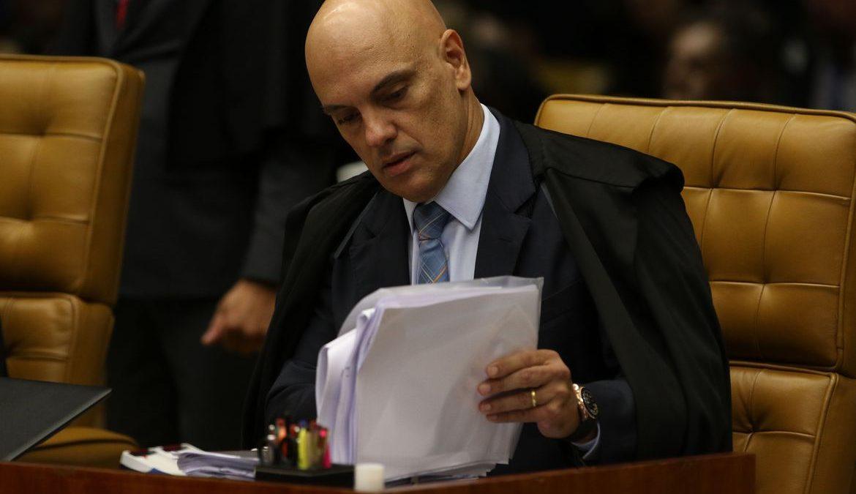 Facebook cumpre decisão de Moraes e bloqueia contas no exterior
