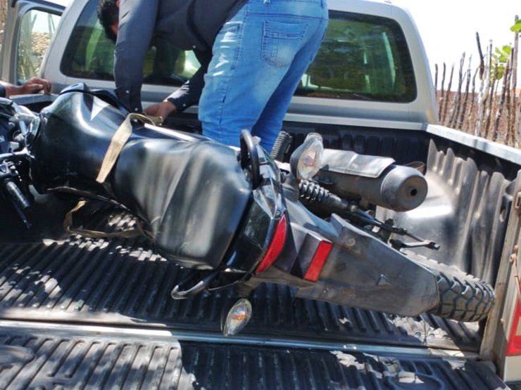 Moto furtada em Parnaíba é encontrada em casa abandona em Luís Correia