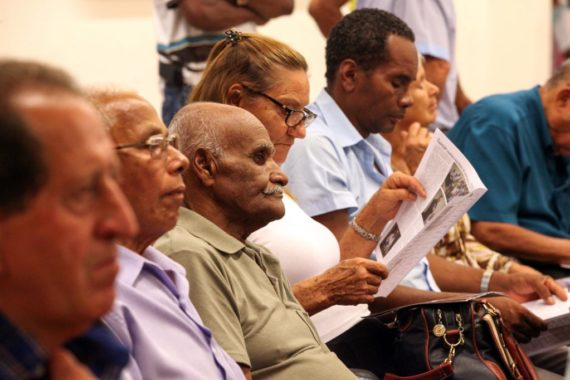 Ministério da Economia defende que aposentados fiquem dois anos sem aumento