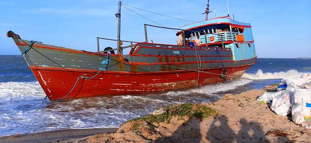 Polícia Federal investiga destino de novo barco encalhado no litoral do Piauí