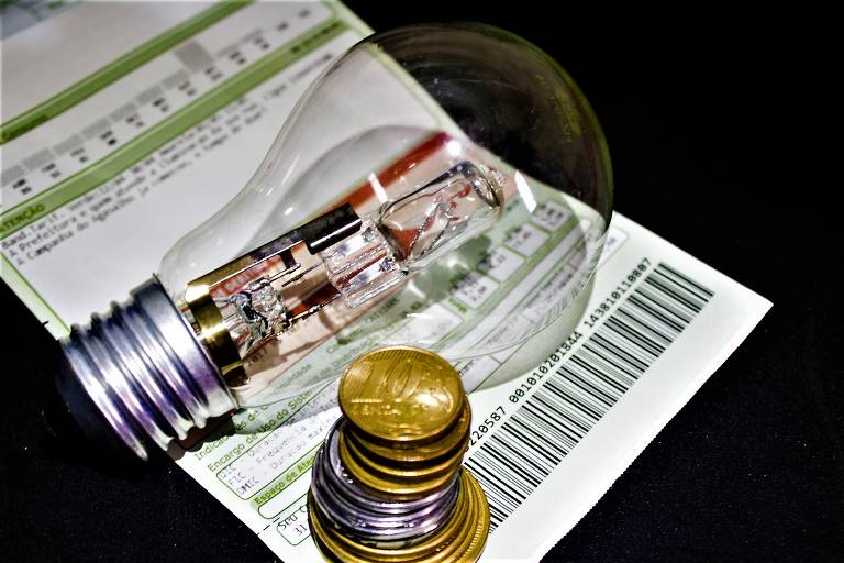 Taxa extra cobrada na conta de luz deve subir mais de 60% a partir de julho