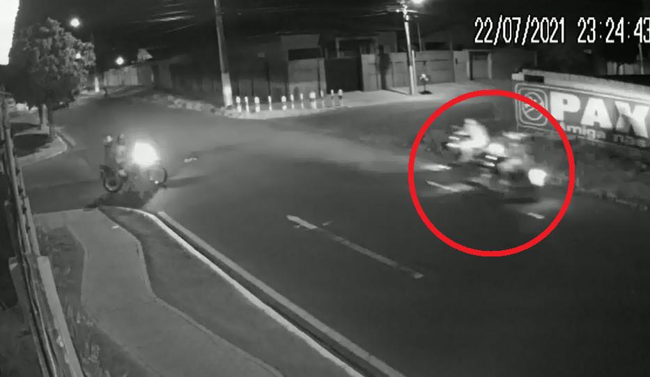 Câmera registra jovem sendo atingido por tiro durante assalto em Parnaíba. Veja!