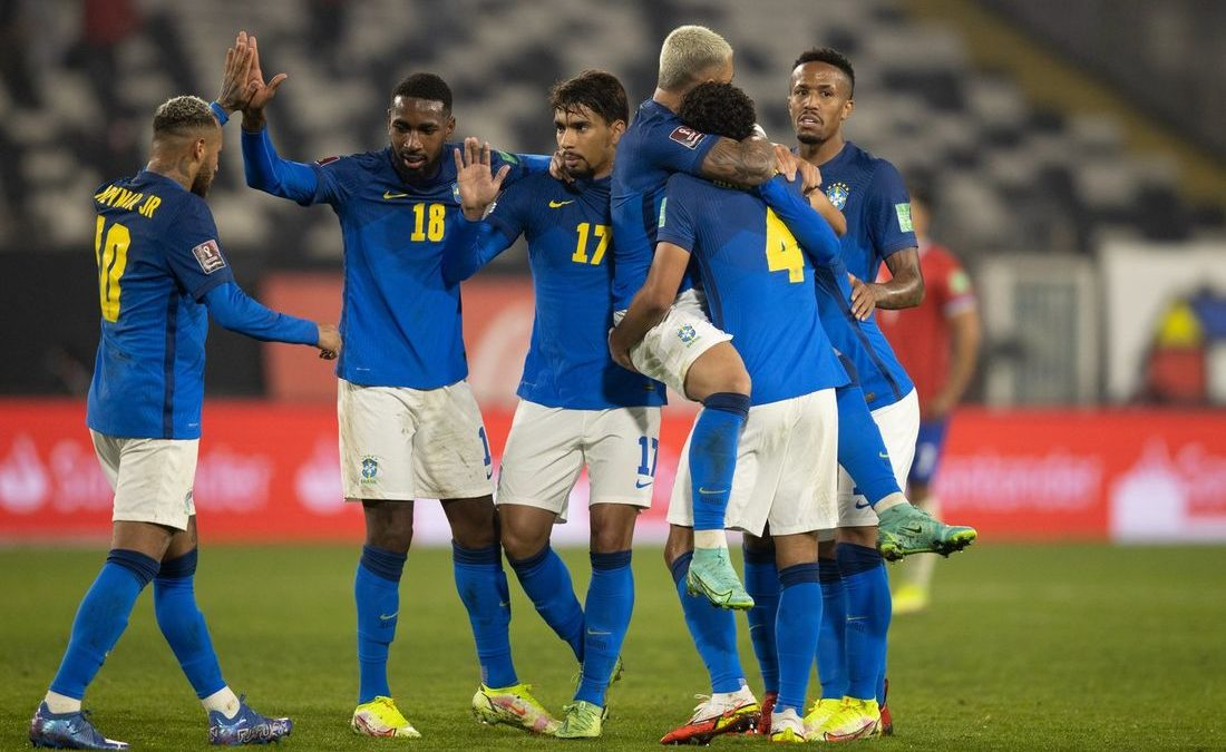 Brasil bate Chile e chega a 7 vitórias seguidas nas eliminatórias para Copa