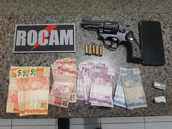 Após tentar fuga, dois são presos pela ROCAM com arma de fogo e maconha